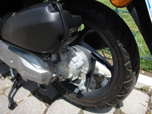 Honda Vision 50 (2012-current): Rides around the