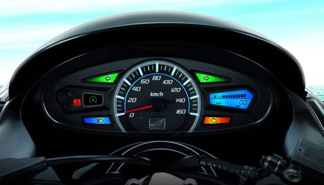 Honda PCX 150 idle stop (2012-present): Urban frugality | moto ...